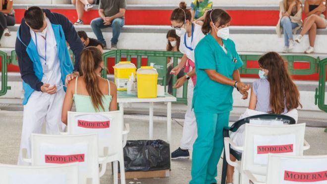Casi el 75 por ciento de la población diana de Canarias está ya inmunizado contra la COVID-19