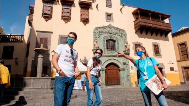 Las pernoctaciones hoteleras y el número de turistas alojados residentes en España superan en julio los datos de 2019