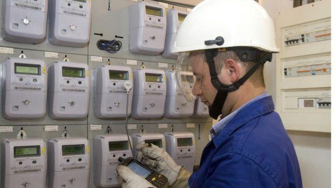 El precio de luz vuelve a batir un récord este lunes y alcanza los 124,45 euros/MWh