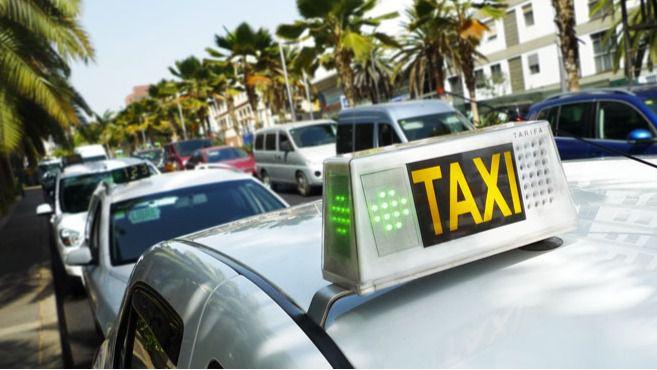 Radio-Taxis de Arona apoya la posición del alcalde en defensa del puerto de Los Cristianos