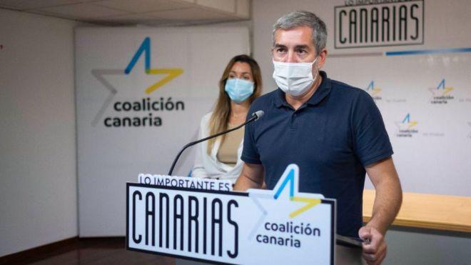 """Clavijo advierte al PSOE canario que """"o se impone en Madrid o comienza la cuenta atrás para el plátano"""""""