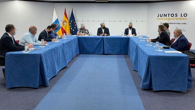 Rodríguez respalda a los plataneros para que se les exceptúe en la Ley de Cadena Alimentaria