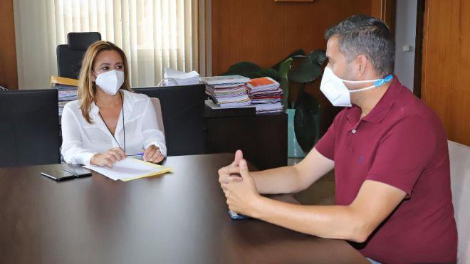 Lanzarote habilita un centro logístico para ayudar a los damnificados por la erupción de La Palma