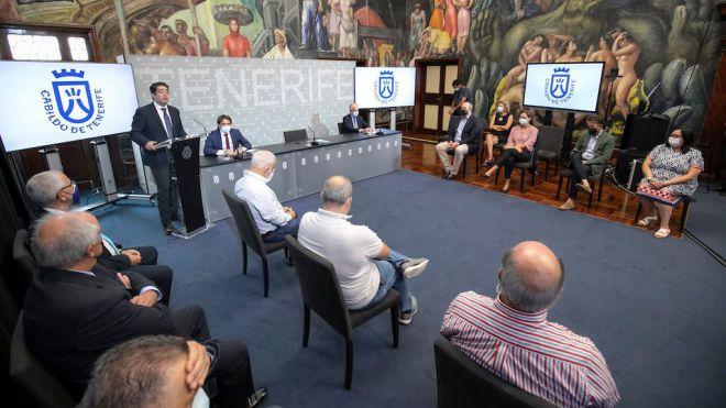 El Cabildo y los agentes económicos y sociales reivindican las inversiones para la mejora integral del aeropuerto Tenerife Sur