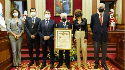 Santa Cruz distingue con su Medalla de la Ciudad al Mérito Cultural a Armando Alfonso