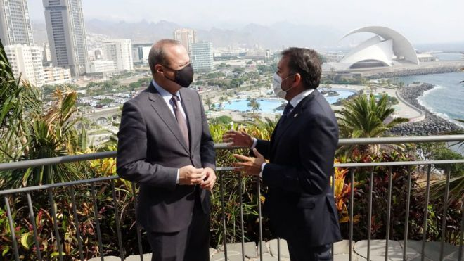 Santa Cruz de Tenerife y Las Palmas de Gran Canaria establecen acciones conjuntas para organizar Navidad y Carnaval