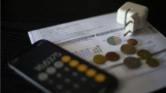 El precio de la electricidad, este jueves, a 288,53 euros, un 26% más que el último récord