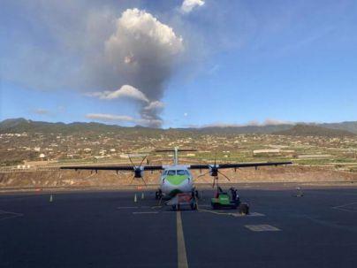 La acumulación de ceniza deja inoperativo el Aeropuerto de La Palma