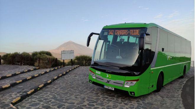 Titsa restablece las líneas con destino al Teide y presenta una nueva ruta por el interior del Parque Nacional