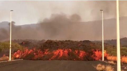 El volcán se derrumba por el flanco norte y forma otra colada