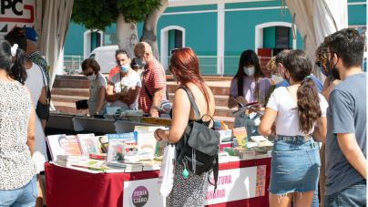 Las ganas del público de volver a disfrutar convierten la Feria del Libro de Las Palmas de Gran Canaria en una fiesta por la lectura