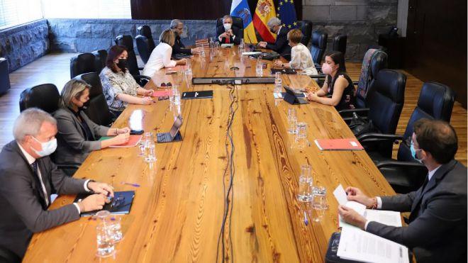 Canarias suspende la obligación de presentar el certificado COVID para acceder a los alojamientos turísticos