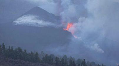 El nuevo centro de emisión al sureste del cono del volcán disminuye su actividad y sólo expulsa cenizas