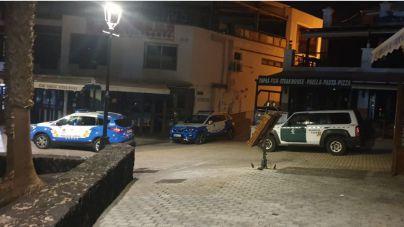 La Policía Local de Tías y la Guardia Civil intervienen en Puerto del Carmen para evitar botellones