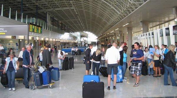 Los viajeros que recibe Canarias se disparan un 12,7% en septiembre
