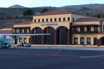 El Cabildo gomero insta a Binter a mejorar las conexiones aéreas con la Isla