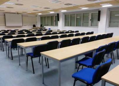 Canarias arranca el curso con 2.500 profesores nuevos, aula virtual y un máximo de 25 alumnos por clase