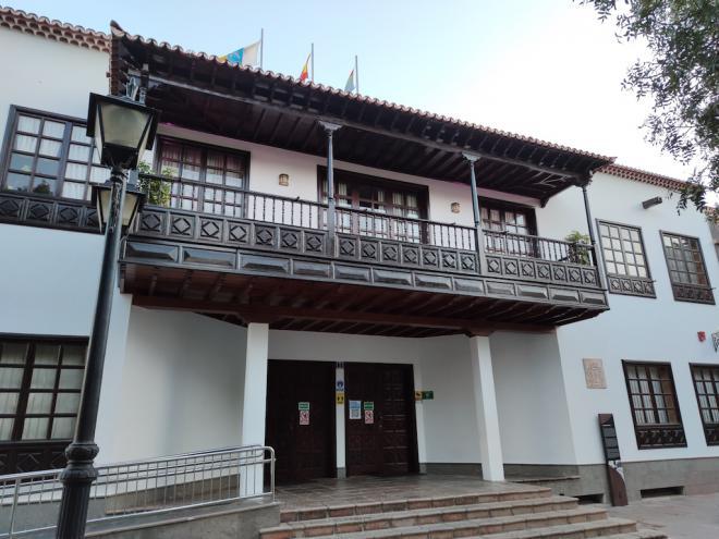 La oposición de Arona, junto a cinco concejales del PSOE, intenta paralizar el municipio al impedir la celebración del pleno