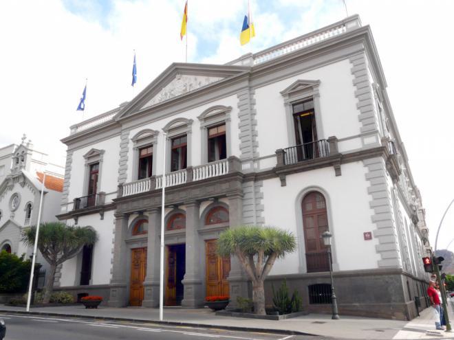CC y PP presentan una moción de censura a Patricia Hernández