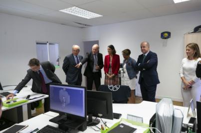 Reyes Maroto visita la empresa de fabricación de piezas aeronáuticas de binter