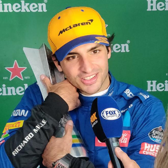 Sainz logra su primer podio en la F1 saliendo el último en la parrilla de salida