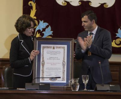 Carmen Nieves Luis García recibe la Medalla de Oro al Mérito Cultural de la Villa de Los Realejos