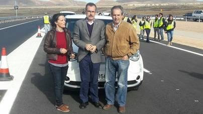 Fuerteventura aplaude la puesta en servicio de un primer tramo de la nueva carretera Caldereta-Corralejo