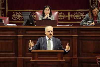 Curbelo lamenta que el Parlamento deje de representar a los más débiles