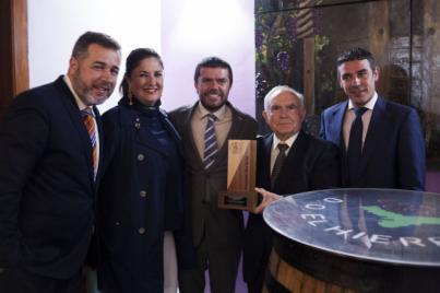 La ULL entrega el Premio Enogastroturismo 2017 a Cayo Armas en un emotivo acto celebrado en El Hierro