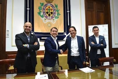 Ayuntamiento y Gobierno sellan un acuerdo para difundir actividades promocionales