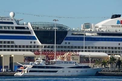 Media docena de cruceros llegan a Las Palmas de Gran Canaria en la despedida de su Carnaval