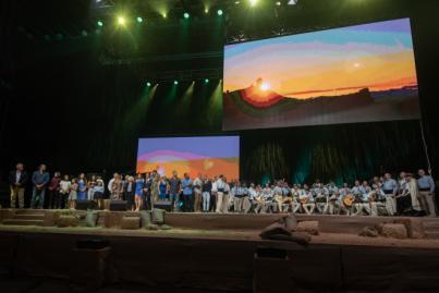 7.000 personas llenan el Gran Canaria Arena para homenajear a los héroes de los incendios