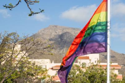 El Consejo por la Igualdad de Adeje volverá a izar la bandera arcoíris robada de la Plaza Pedro Zerolo