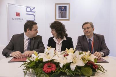 """Arona firma con la secretaria de Estado de Turismo la incorporación a la estrategia """"Smart Destination"""""""