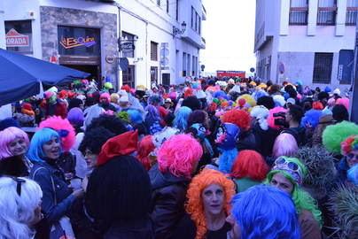 Las pelucas celebran la llegada del Carnaval en Santa Cruz de La Palma