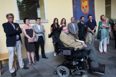 Alonso afirma que Hawking 'vivió para la ciencia' y demostró que el hombre 'no tiene límites'
