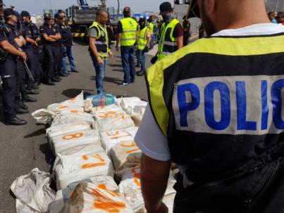 El barco Titan III llega al puerto de Las Palmas con 2500 kilos de cocaína