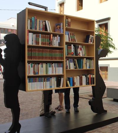 """Puerto del Rosario inaugura la escultura """"yo también leo"""""""