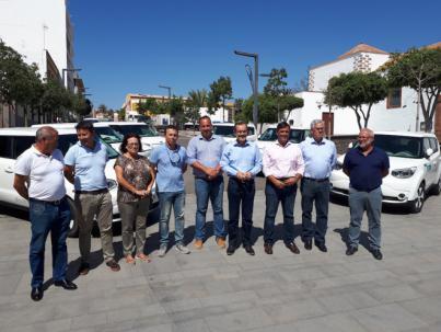El Cabildo de Fuerteventura entrega un coche eléctrico a cada uno de los seis ayuntamientos de la Isla