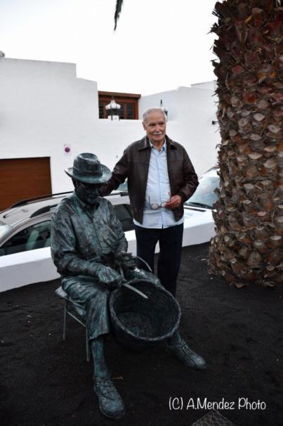 Haría rinde homenaje al maestro artesano Eulogio Concepción con una escultura