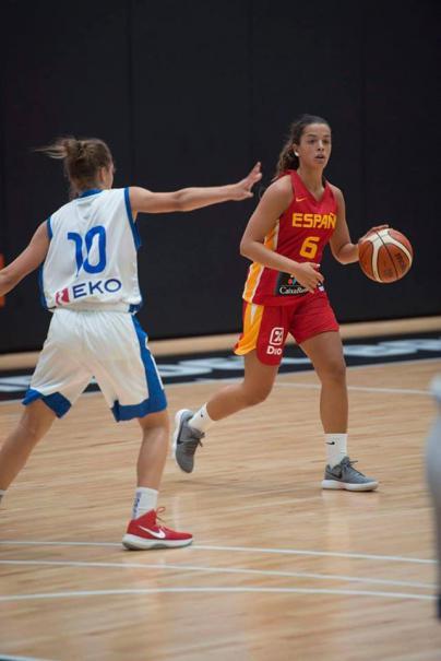 La granadillera Elena Buenavida juega con la selección española en el Europeo U16 en Macedonia