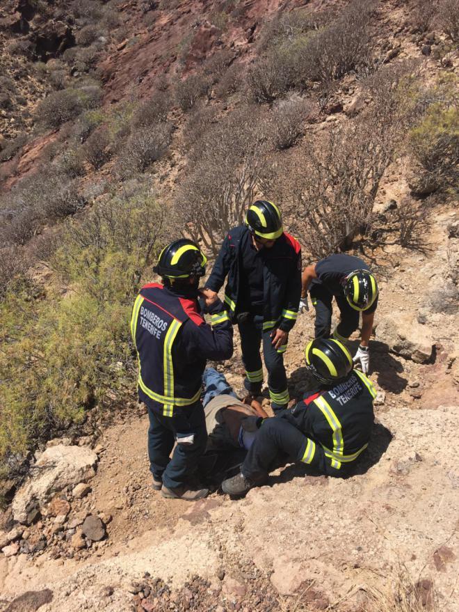 Bomberos de Tenerife colabora con el GES en el rescate de un hombre precipitado en Arico