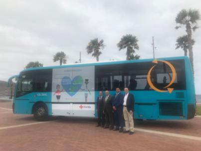 Global se suma a la campaña de desarrollo sostenible de Cruz Roja con mensajes de sensibilización en tres de sus vehículos