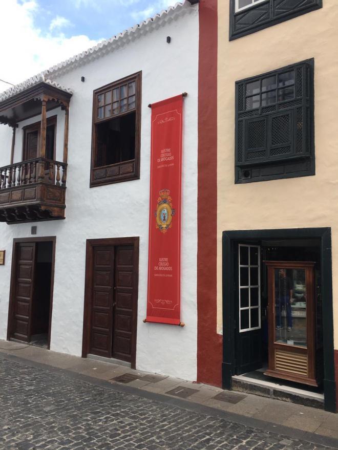 La abogacía de la Isla de La Palma demanda ser considerada servicio público esencial e incluirse en la campaña de vacunación contra la COVID-19