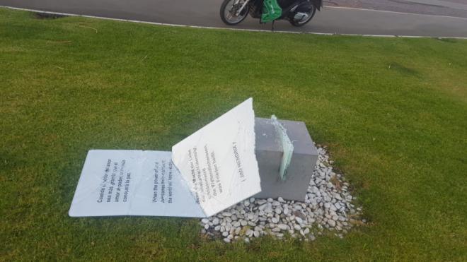 El vandalismo irrumpe con violencia en el Parque de la Paz
