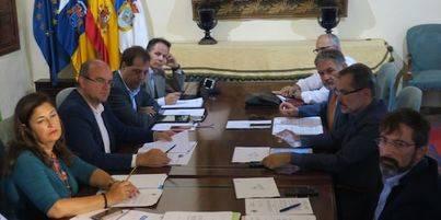 Los Cabildos negociarán con el Gobierno una mejora de la financiación