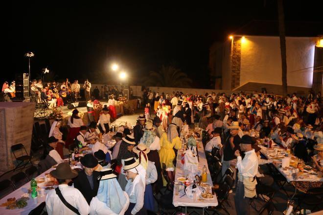Adeje celebra el Día de Canarias con su tradicional Baile de Magos