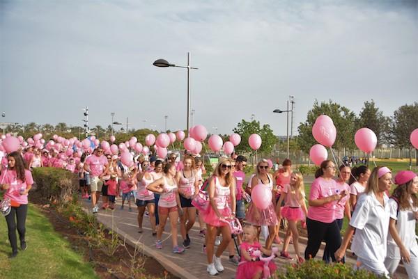 La caminata contra el Cáncer de Mama reunió a 700 personas en Maspalomas