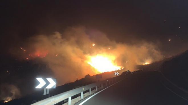 El incendio de Gran Canaria afecta a 150 hectáreas y quema varias casas