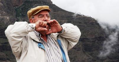 Canarios con los pies enraizados en La Gomera
